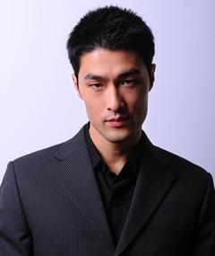 Photo of Johnny Trí Nguyễn
