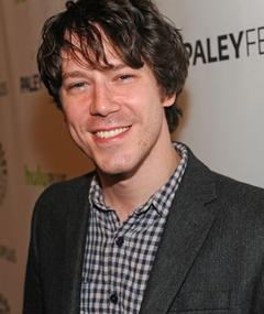 Gambar John Gallagher Jr.