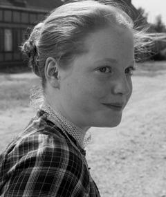 Photo of Leonie Benesch