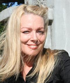 Photo of Lynda Stoner