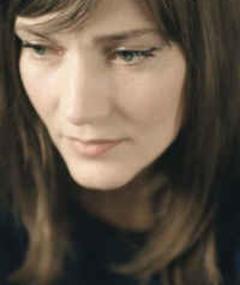 Photo of Élise Caron