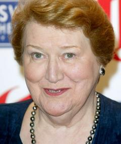 Patricia Routledge এর ছবি