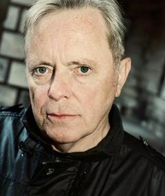Photo of Bernard Sumner