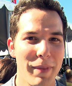 Photo of Skylar Astin