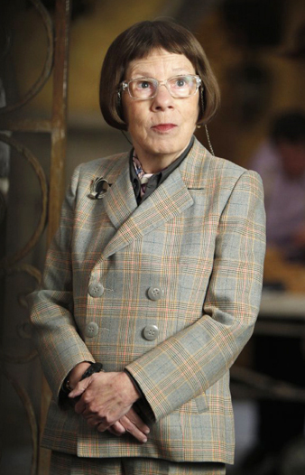 linda hunt movies bio and lists on mubi. Black Bedroom Furniture Sets. Home Design Ideas