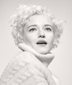 Photo of Julia Garner