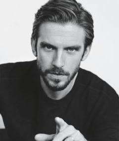 Photo of Dan Stevens