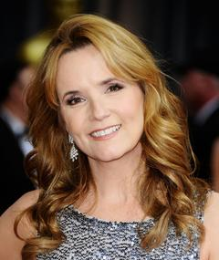 Photo of Lea Thompson