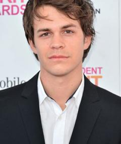 Photo of Johnny Simmons