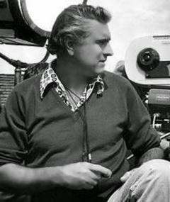 Gambar Fred J. Koenekamp