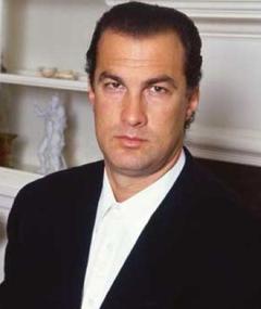 Steven Seagal adlı kişinin fotoğrafı