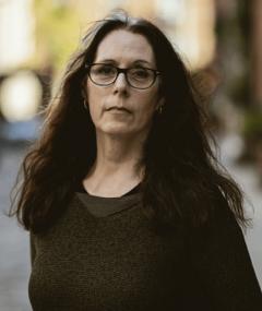 Laurie Halse Anderson adlı kişinin fotoğrafı