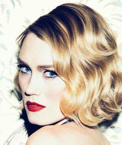 Photo of Clare Grant