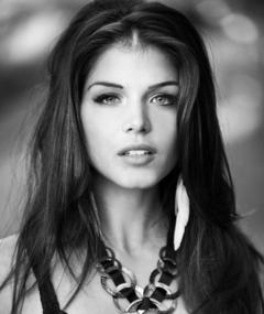 Foto Marie Avgeropoulos
