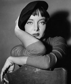 Photo of Carolyn Jones