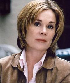 Photo of Roxanne Hart