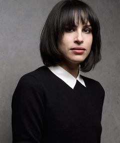 Gambar Desiree Akhavan