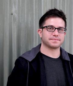 Justin Lader का फोटो