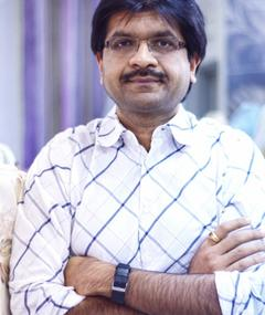 Gambar Paresh Kamdar