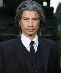 Dustin Nguyễn adlı kişinin fotoğrafı
