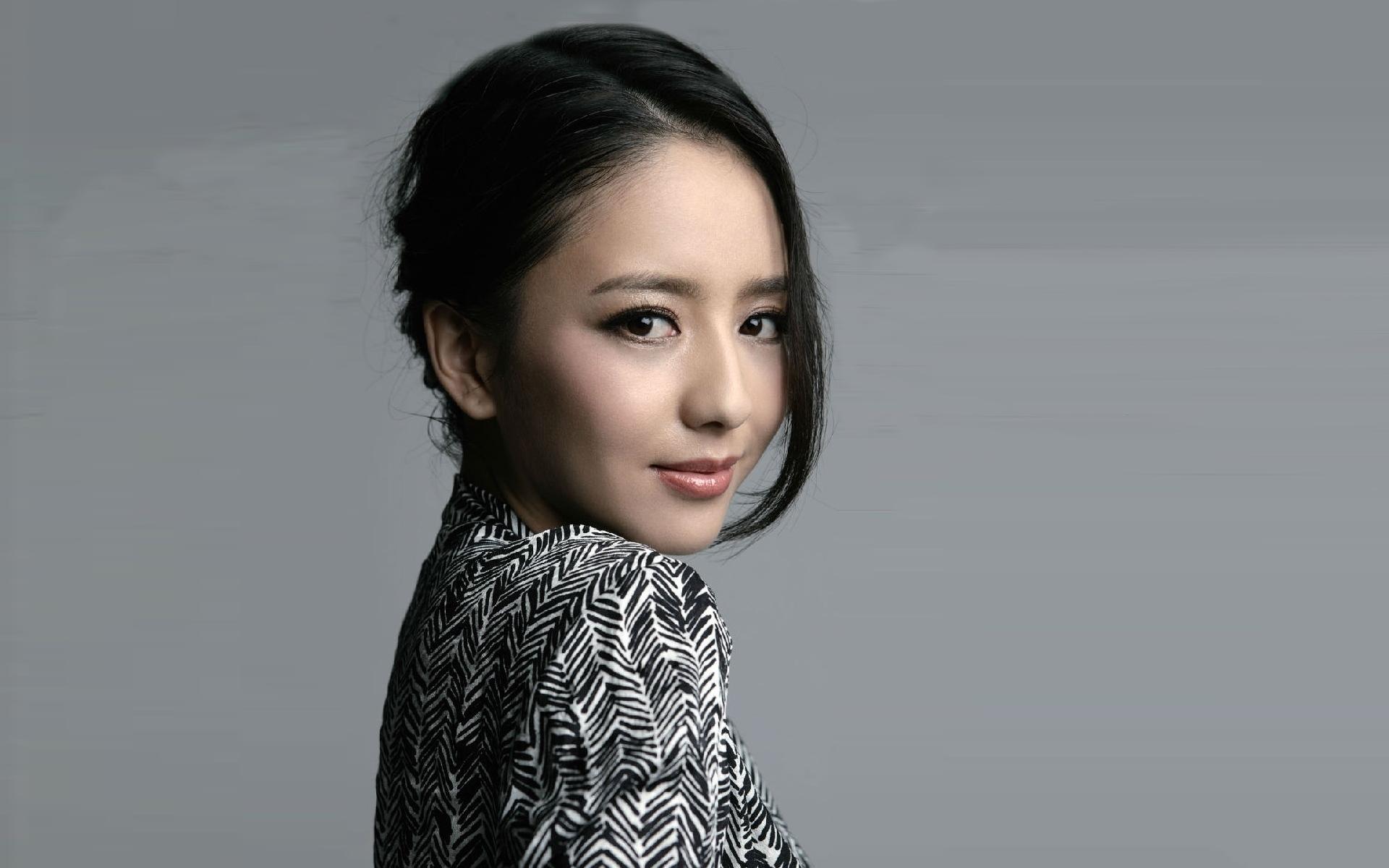 Liya Tong – Movies, Bio and Lists on MUBI