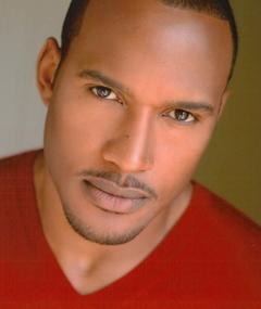 Photo of Henry Simmons