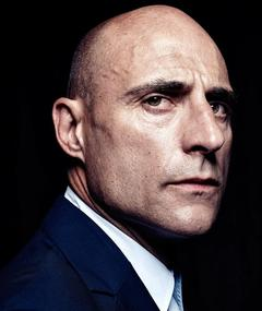Gambar Mark Strong