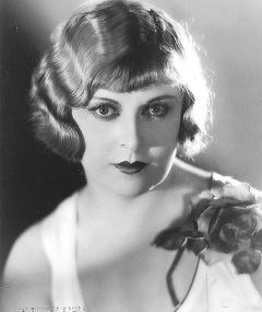 Poza lui Gertrude Astor
