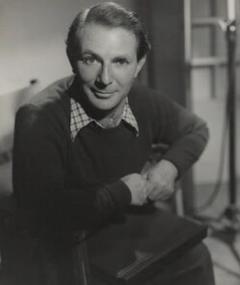 John Paddy Carstairs adlı kişinin fotoğrafı