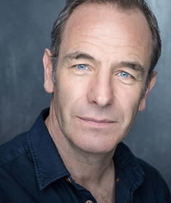Photo of Robson Green