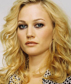 Photo of Sarah Wynter