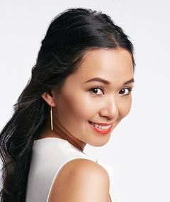 Gambar Hong Chau