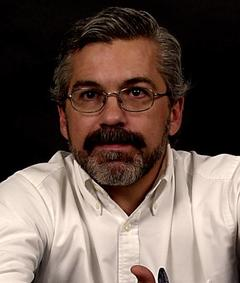 Luis Estrada এর ছবি