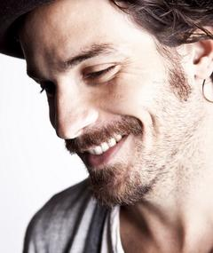 Photo of Santiago Cabrera