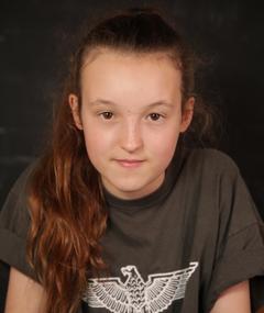 Gambar Bella Ramsey