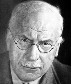 Poza lui Carl Gustav Jung