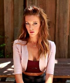 Photo of Katie Cassidy