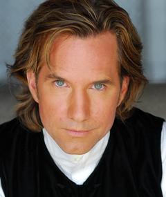 Roger Neill का फोटो