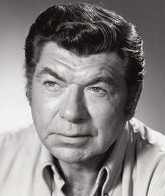 Photo of Claude Akins
