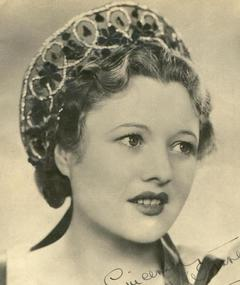 Photo of Betty Warren