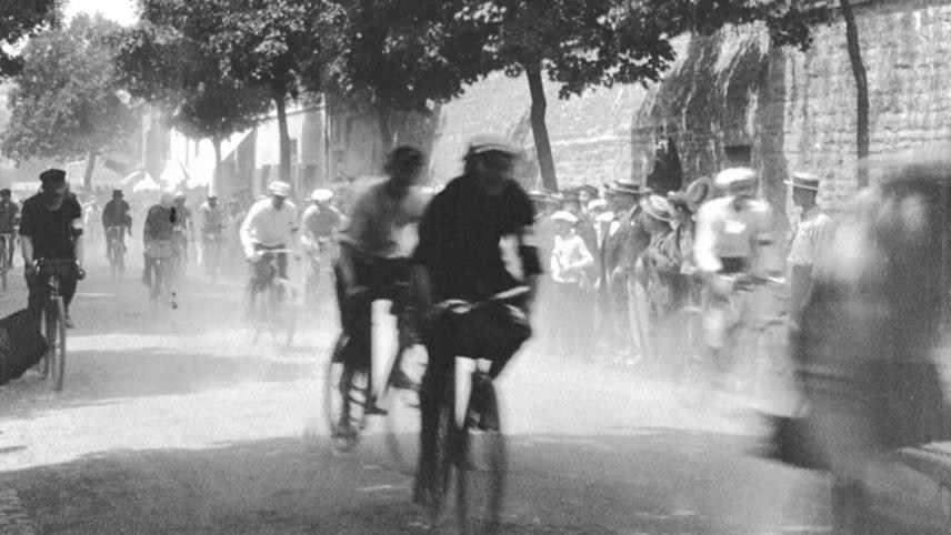 Départ de cyclistes