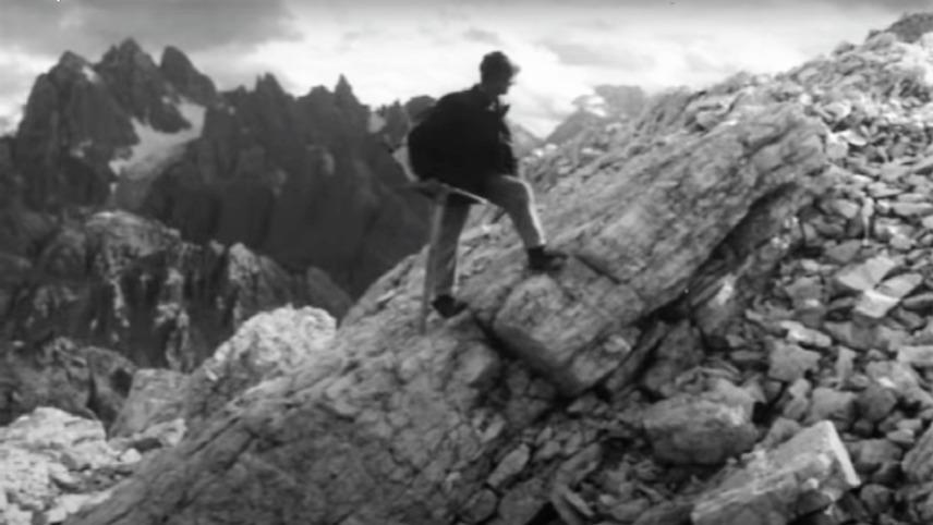 Un alpino della settima