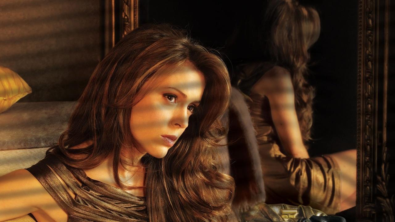 Alyssa Milano Movie Scenes wisegal trailer