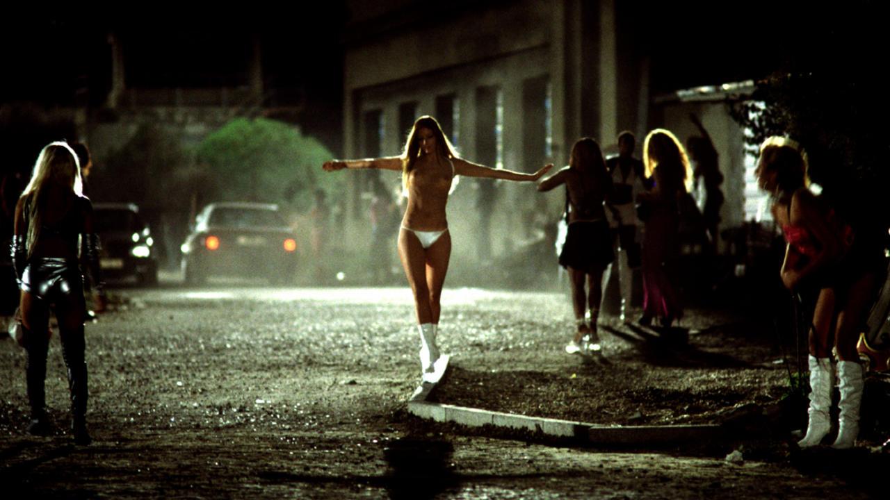 film-zhritsa-lyubvi-onlayn-goryachiy-i-nezhniy-seks-vozle-basseyna