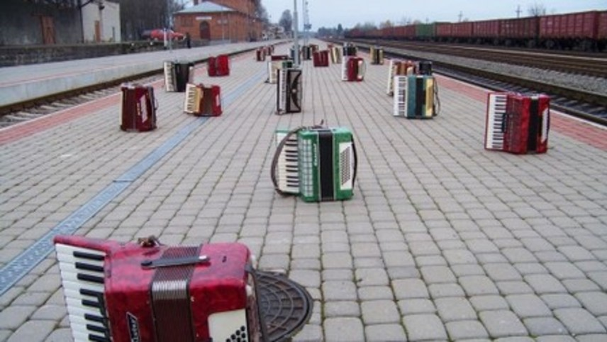 Train Stops for Five Minutes