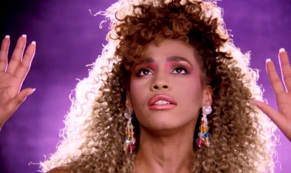 Whitney Houston ile ilgili görsel sonucu